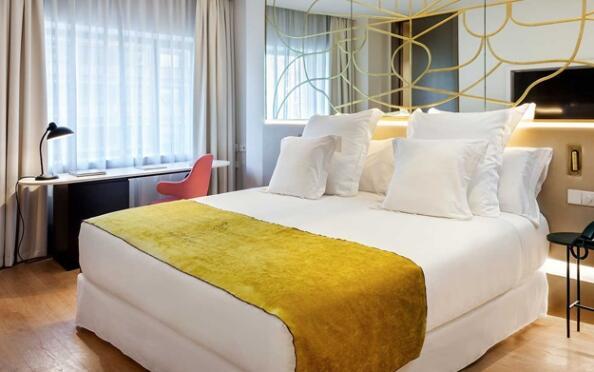 Plaza de toros de Las Ventas: una noche de hotel 5* + 2 invitaciones Palco VIP
