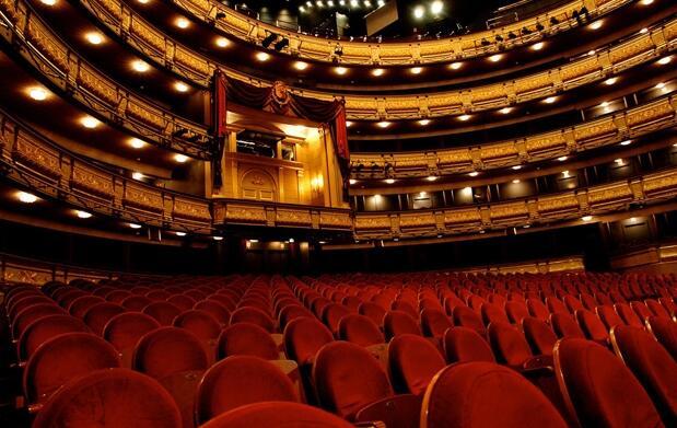 La Ciudad de las Mentiras en el Teatro Real + Cena