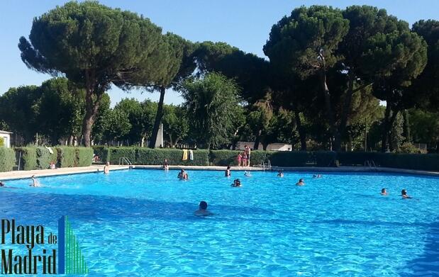 Día en las piscinas de Playa de Madrid