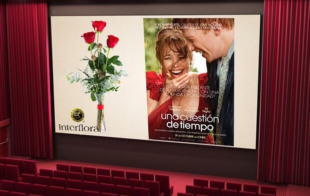 Plan de cine para 2 y ramo de rosas