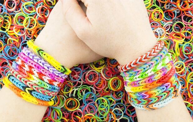 ¡Crea tus pulseras! Set de 2400 gomas