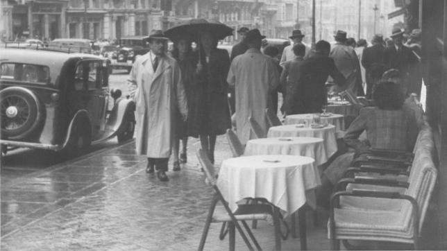 Luvia en la Gran Vía de Madrid en 1955