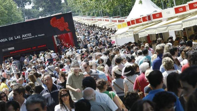 Madrid. 29/05/2010. Asistencia de p�blico a la Feria del Libro en el madrile�o Parque del Retiro