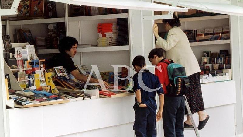 Madrid. 26/05/2000. Los m�s j�venes se acercan a las casetas