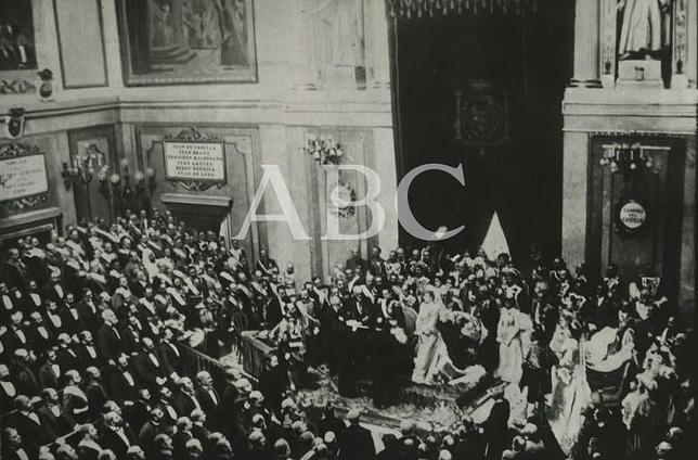 Histórica foto de la jura de Alfonso XIII