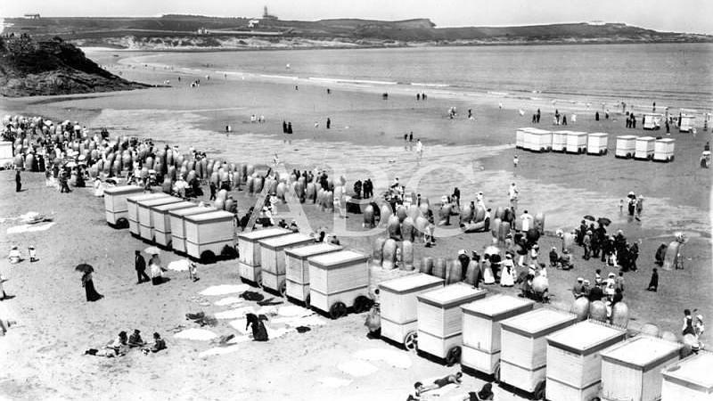 Santander, agosto de 1915. La temporada veraniega. Vista parcial de la magn�fica playa de El Sardinero a la hora del ba�o