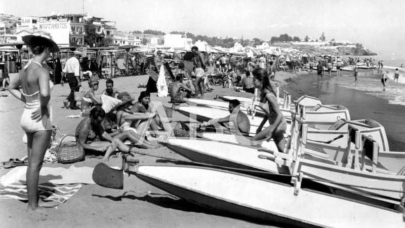 Estepona (M�laga), 1961 (CA.) Ba�istas disfrutando de la playa