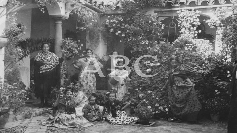C�rdoba. Mayo de 1930. Patio de la calle Santa Mar�a n� 32, situado en el popular barrio de los Piconeros, galardonado con el segundo premio en el Concurso de Patios