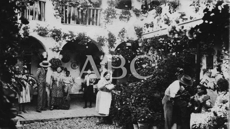 C�rdoba. Mayo de 1935. Patio del barrio de San Basilio galardonado con el tercer premio en el Concurso de Patios