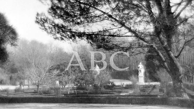 Madrid, octubre de 1927. Vista del Parque del Retiro en oto�o