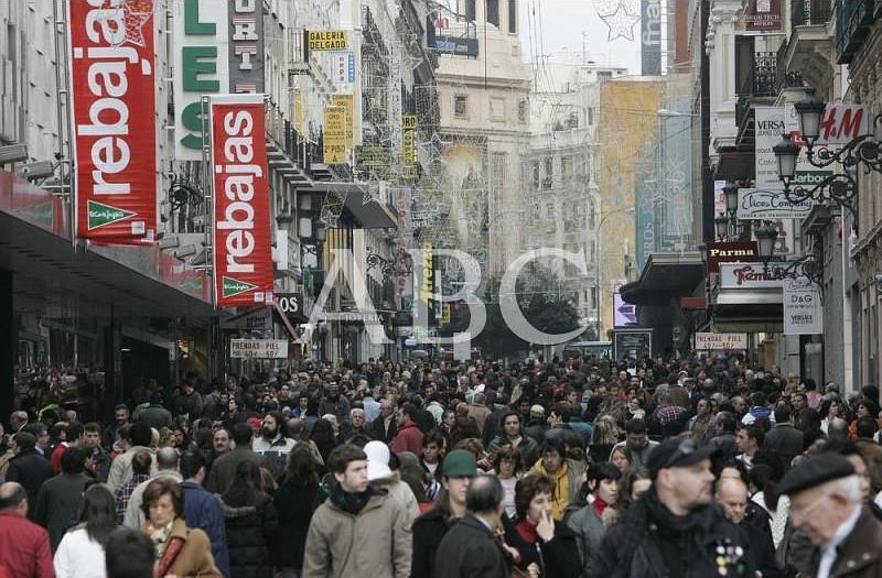 Madrid, 07/01/2008. Primer día oficial de las rebajas de enero en la Comunidad de Madrid. En la imagen, la calle Preciados de Madrid