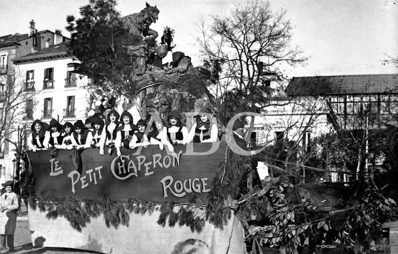 Madrid. 20/02/1912. Concurso carnavalesco de carrozas. «Caperucita Roja», de la señora viuda De Tornos y señores de Borrell, a los cuales se adjudicó el segundo premio