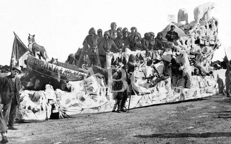 Madrid. 27/02/1911. Concurso carnavalesco de carrozas. «Juerga en el Polo», carroza de D. Gabino Álvarez, que obtuvo el premio de 1000 pesetas (tercero en su clase)