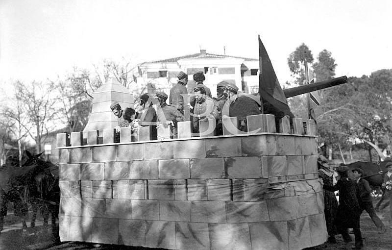 Madrid. Febrero de 1910. Concurso carnavalesco de carrozas. «Good save the Queen», del Sr.Illana, mención honorífica en el Carnaval de este año
