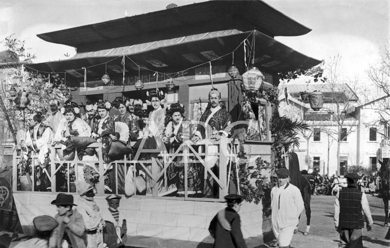 Madrid. 21/02/1909. Concurso carnavalesco de carrozas. «Lo mejor de Tokio», carroza de los Sres. Gómez y Jiménez, que obtuvo el premio de mil pesetas