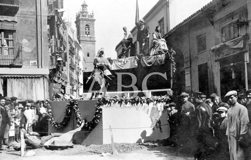 Valencia, 19/03/1916. Falla instalada en la Plaza del Molino de la Robella, que obtuvo el primer premio