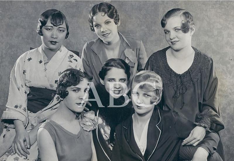 Paris (Francia), mayo de 1927. Fotografía de modelos de peinado de finales de los años veinte. Mucho más cortos que en la década anterior y con abundante brillantina para marcar el pelo