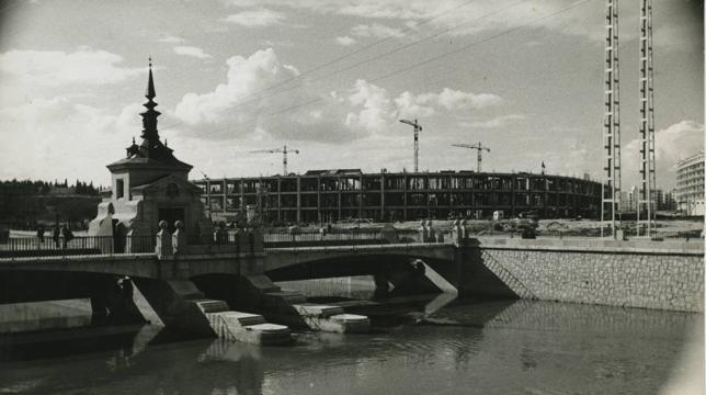 El Manzanares y las obras en el Vicente Calderón en 1961
