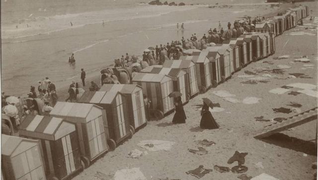 Las casetas de la playa de baños en Santander en 1906