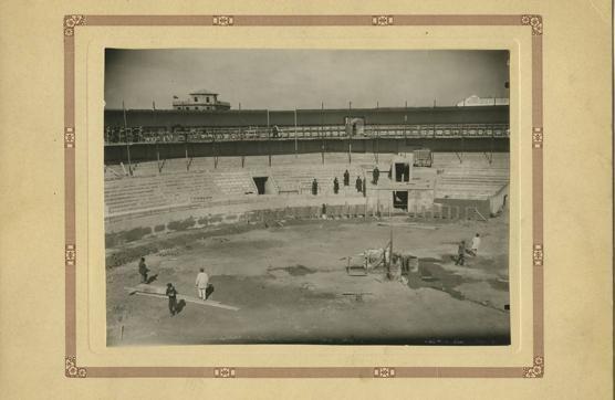 La plaza de toros de Tetuán poco antes de inaugurarse en 1900
