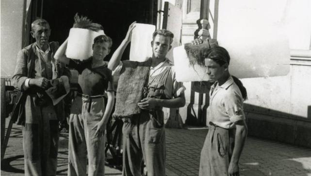 Venta de hielo en Sevilla 1950. El «carro de la nieve»