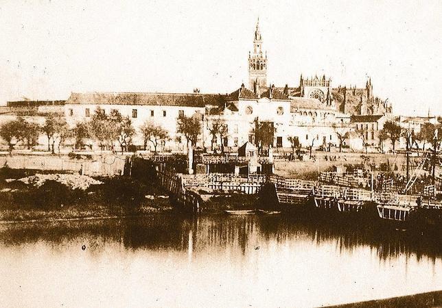 Sevilla, 1851. El puente de barcas, fotografiado por el Vizconde de Vigier en 1851,
