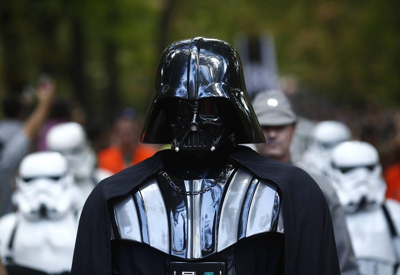 Las tropas de Dar Vader «toman» El Retiro