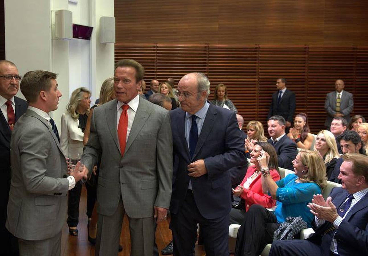 Las imágenes de la transformación de «Terminator» en embajador de Madrid