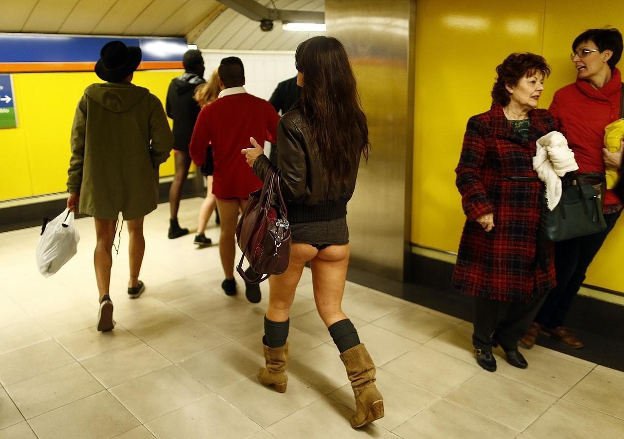 Los viajeros del Metro de Madrid «se olvidan los pantalones»