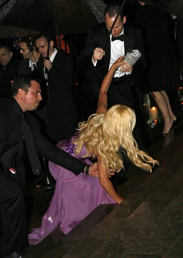 Las mejores caídas de los famosos: de Michelle Obama a Madonna