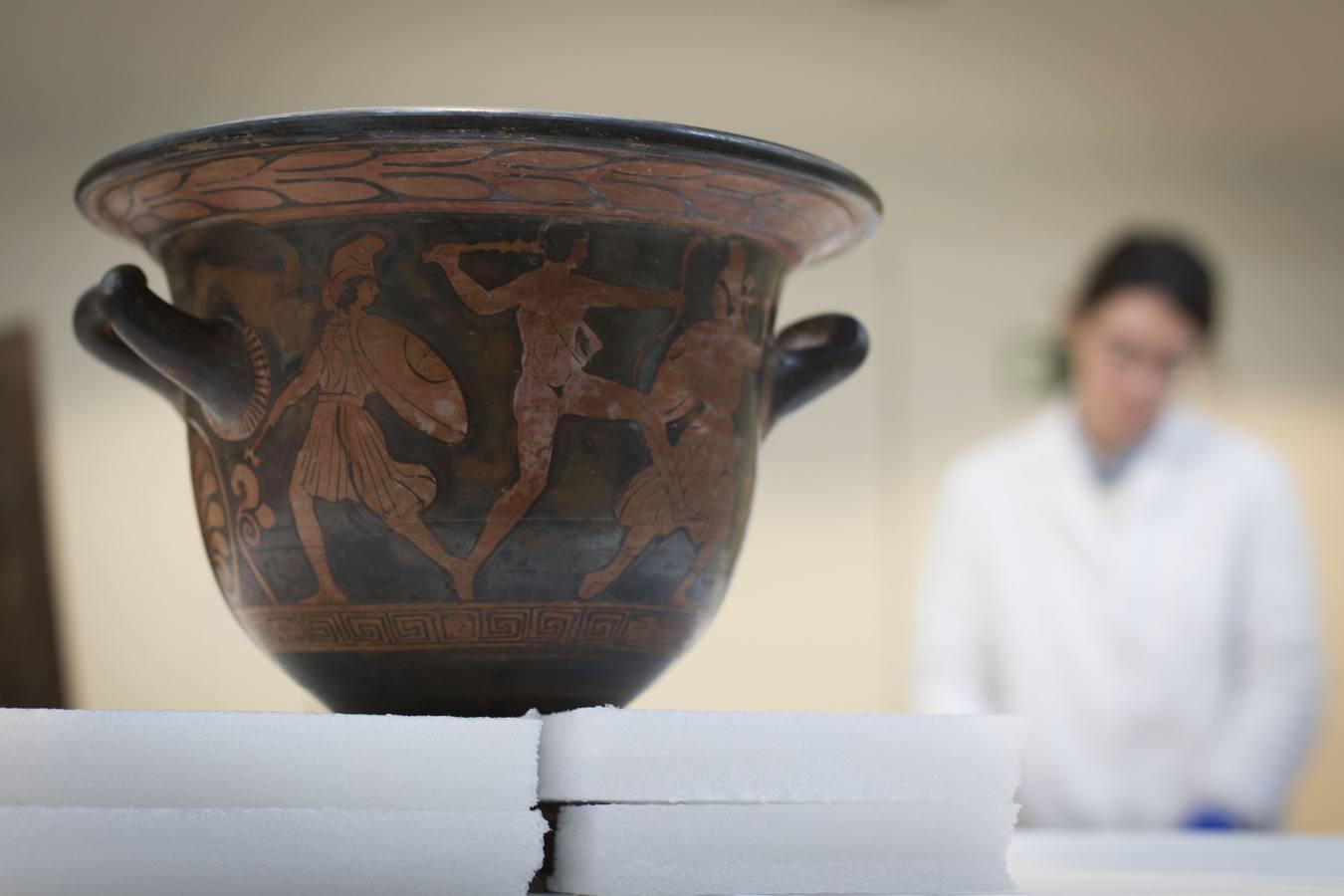 En el laboratorio de restauración del Museo Arqueológico Nacional