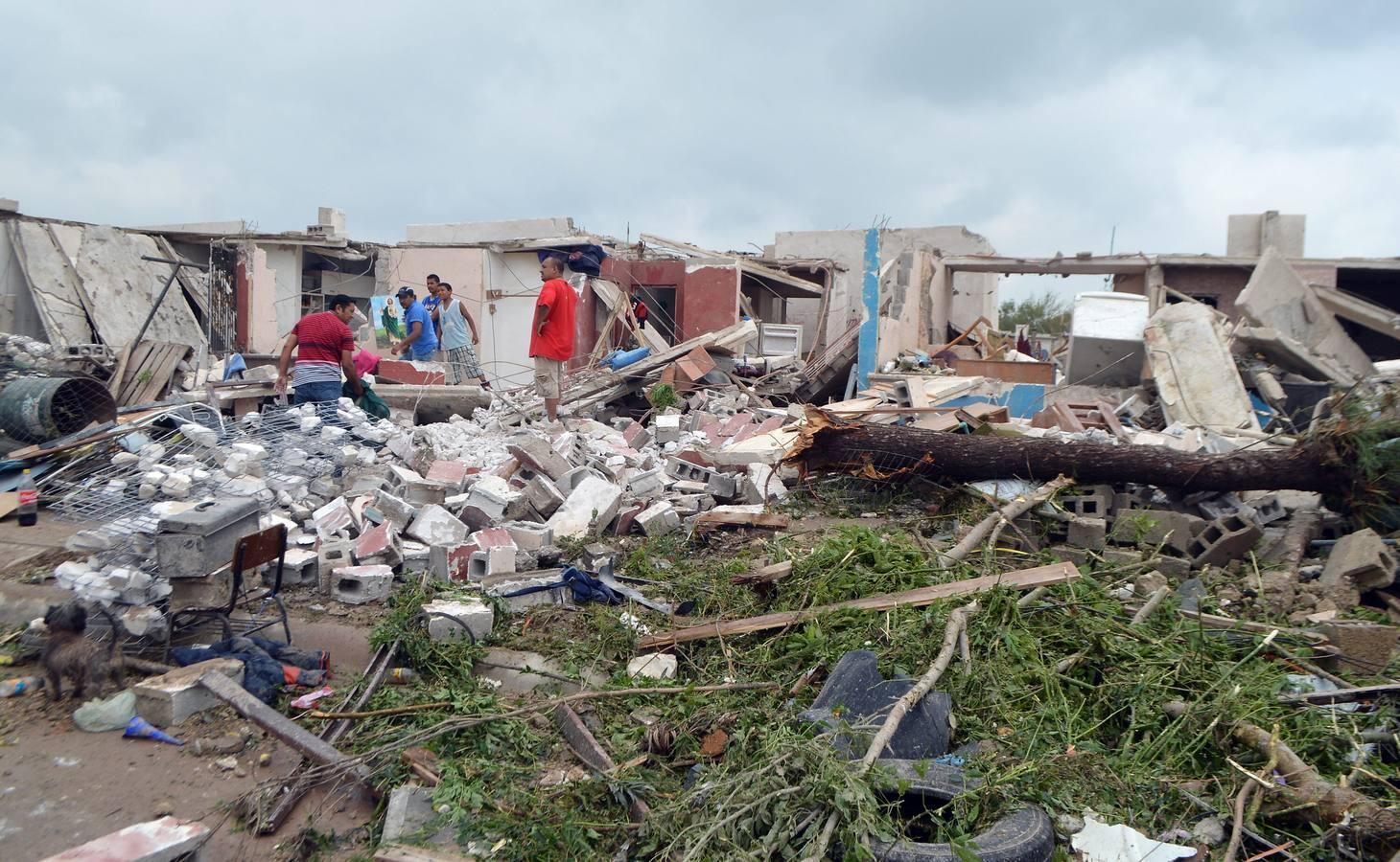 Un espectacular tornado arrasa a su paso por el norte de México