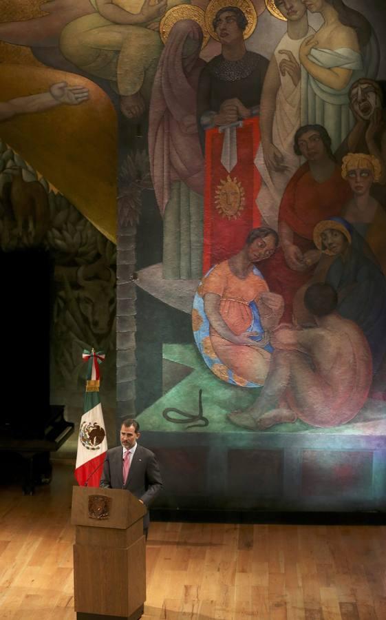 En imágenes: Los Reyes ensalzan el valor del español durante su visita a Mexico
