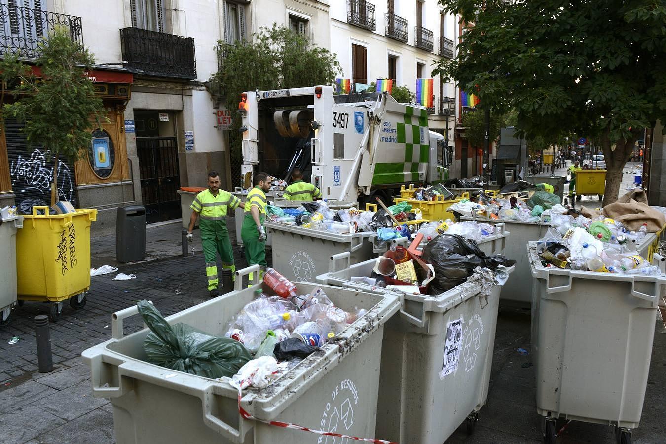 Los restos de basura tras el Orgullo Gay, en imágenes