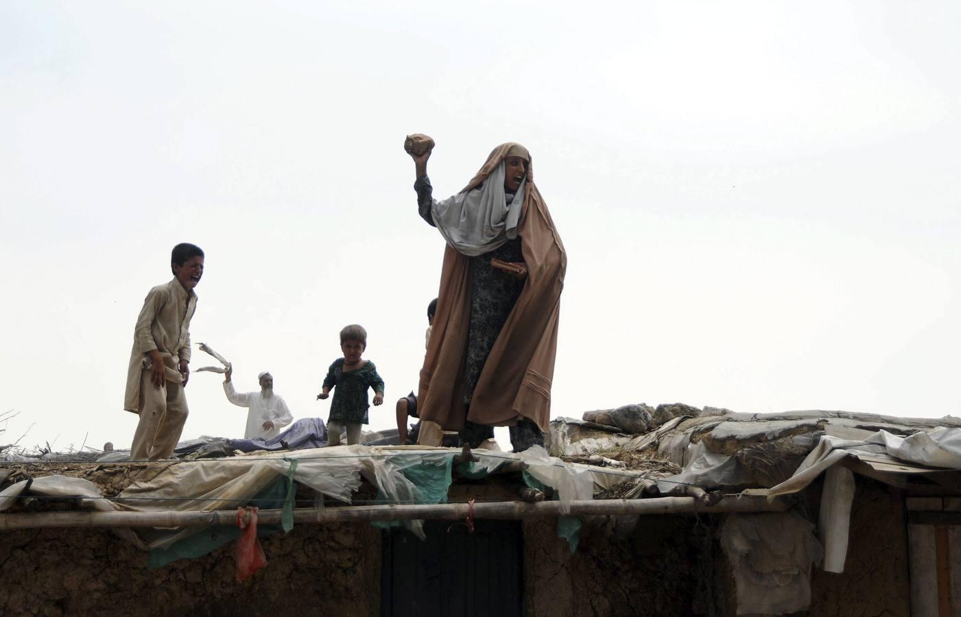 Las imágenes del desalojo de varias viviendas de refugiados en Islamabad, Afganistán