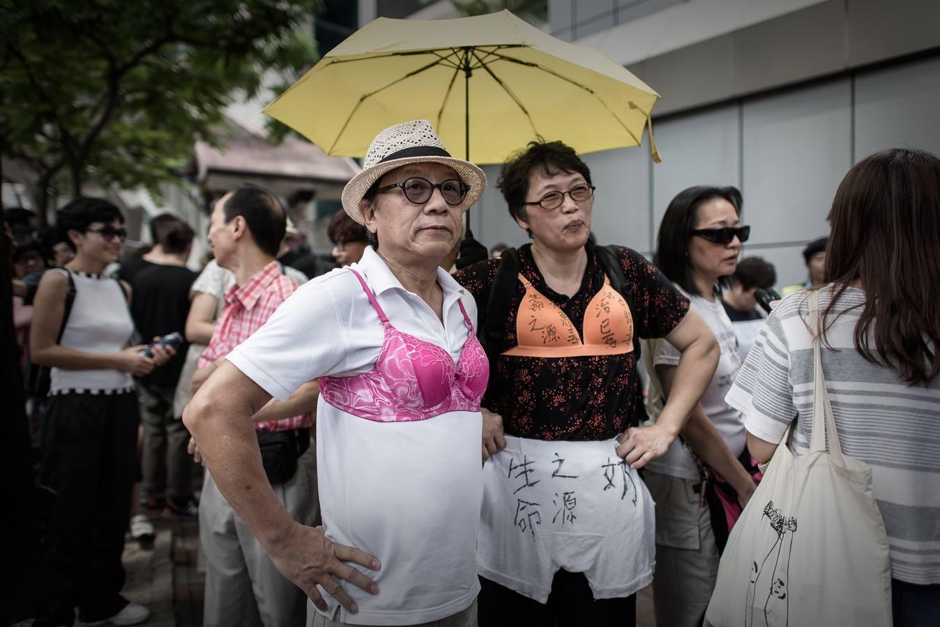 Protestas en Hong Kong tras la sentencia a una joven por golpear con un pecho a un policía