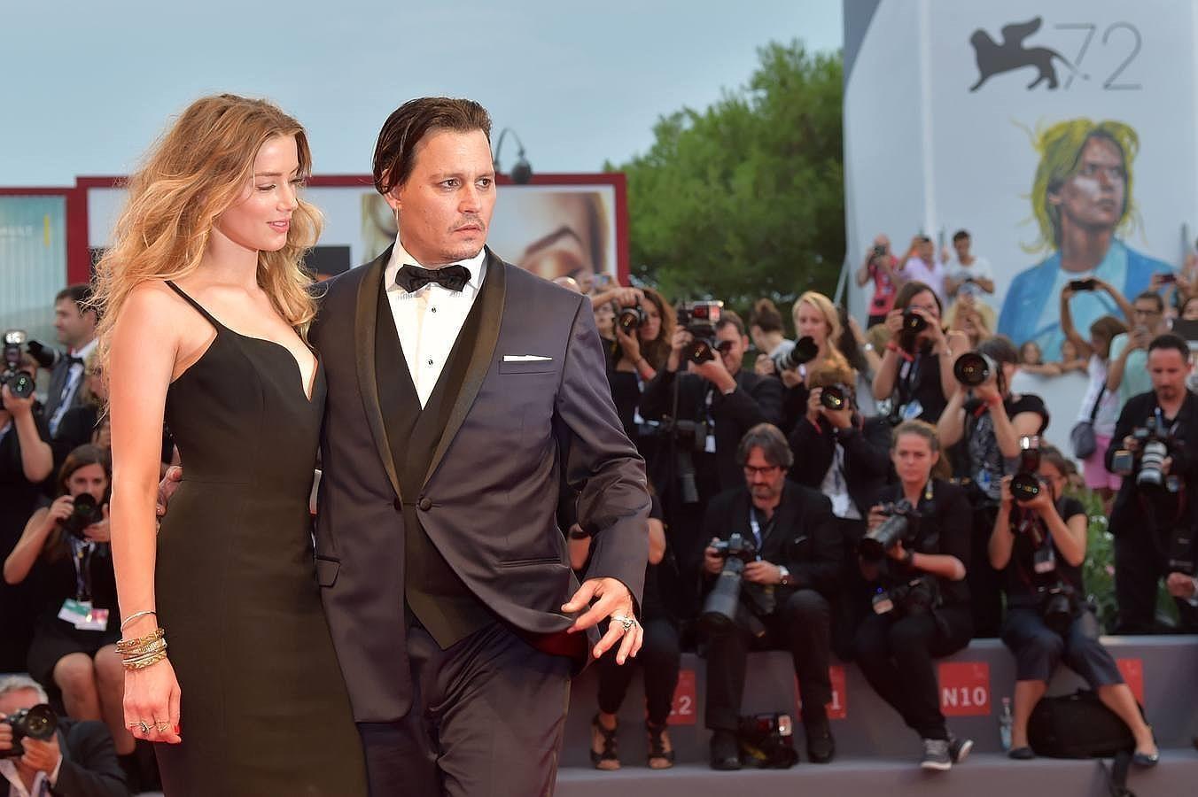 Johnny Depp y su esposa deslumbran en la pasarela del Festival de Venecia
