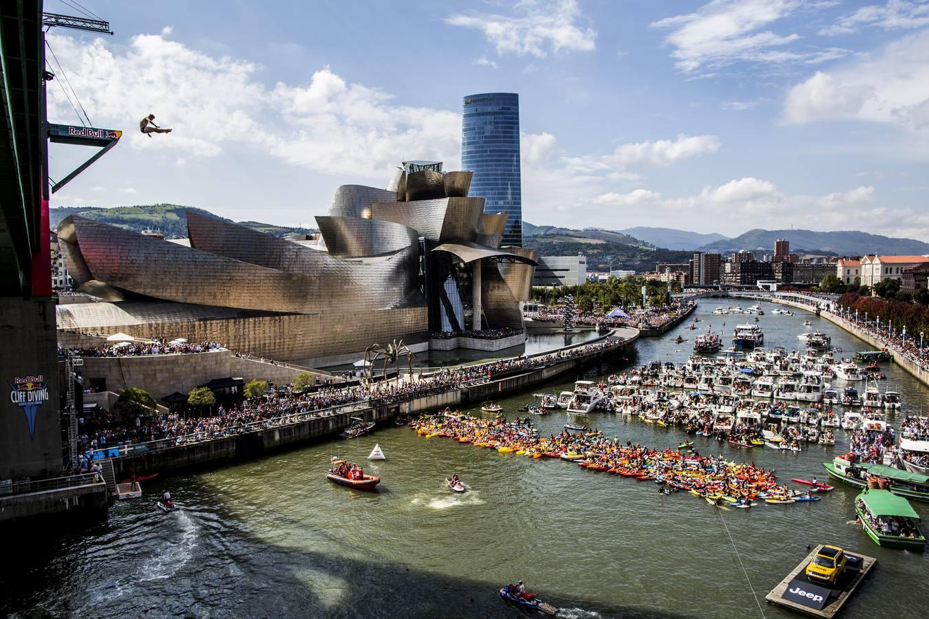 60.000 personas en la final del Red Bull Cliff Diving en Bilbao