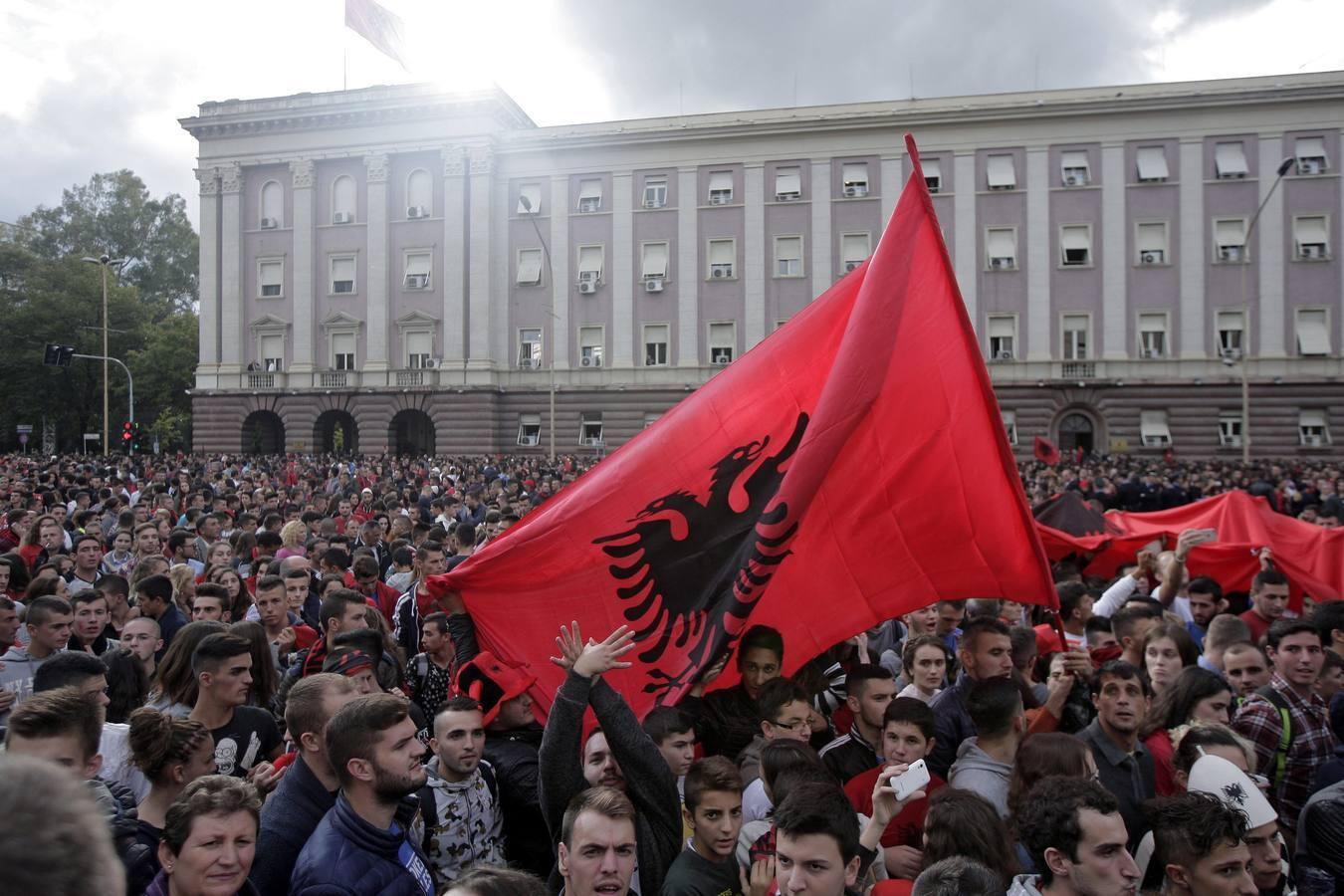 Locura en Albania por el pase a la Euro 2016