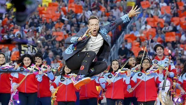 Las imágenes del increíble espectáculo de Coldplay, Bruno Mars y Beyoncé del descanso de la Super Bowl