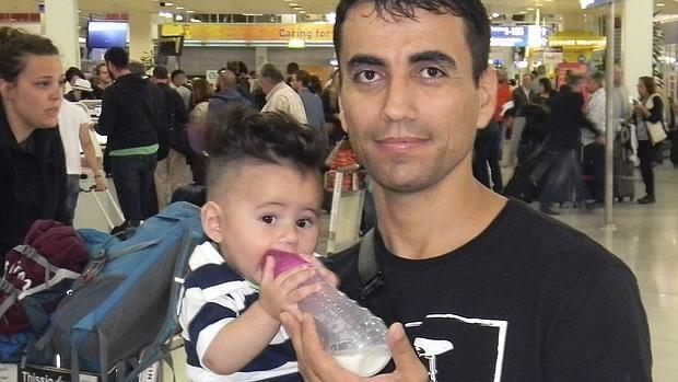 En imágenes: los primeros 20 refugiados procedentes de Grecia y de origen sirio e iraquí parten hacia España