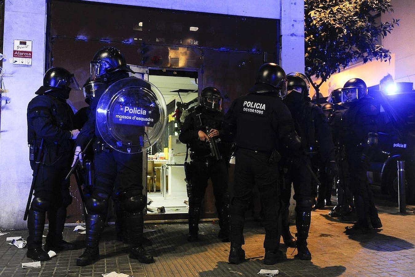 La policía ha desalojado a los jóvenes que habían conseguido introducirse de nuevo en el