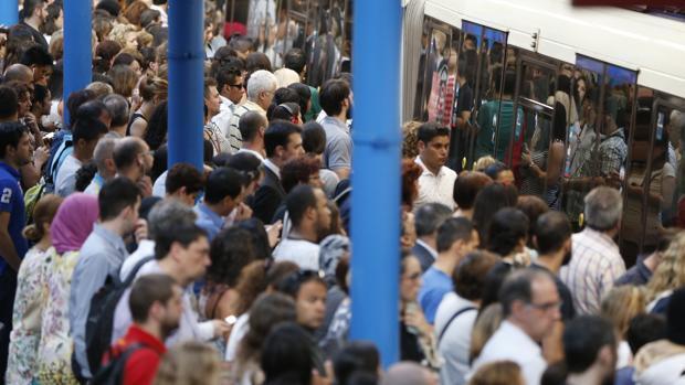 Primera jornada de paros parciales en el Metro de Madrid, en imágenes