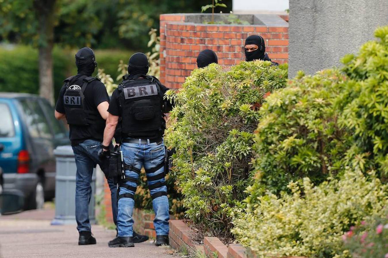El caos tras el ataque a la iglesia de Saint-Etienne-du-Rouvray