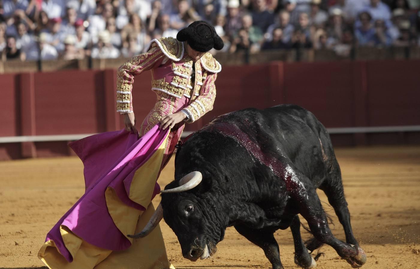 La gran tarde de toros y toreros en la Maestranza, foto a foto
