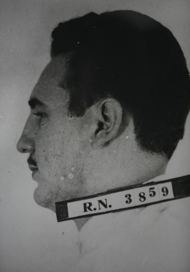 Fidel, en esta imagen de una ficha policial cuando tenía 27 años. Era 1953, fecha en la que fue detenido por el asalto al Cuartel de la Moncada
