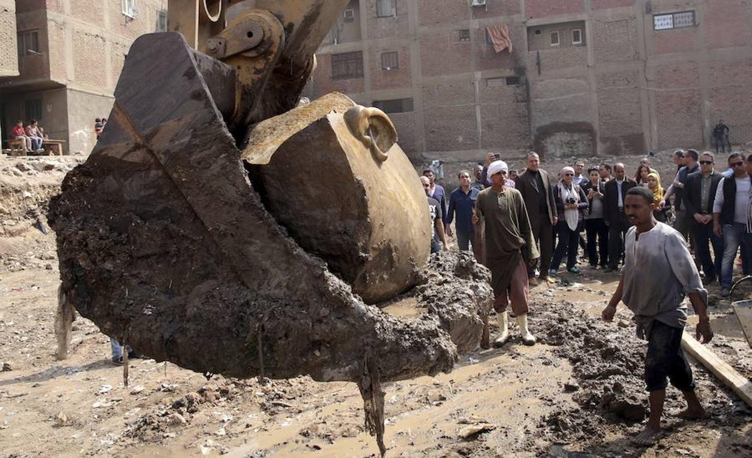 Se han hallado dos estatuas faraónicas de la época de Ramses II, en el popular barrio cairota de Matariya, en las ruinas de la ciudad antigua de Heliópolis