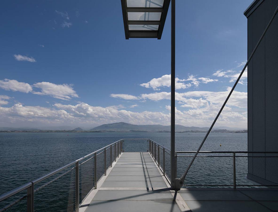 El Centro Botín hace que sus visitantes sientan que caminan sobre las aguas