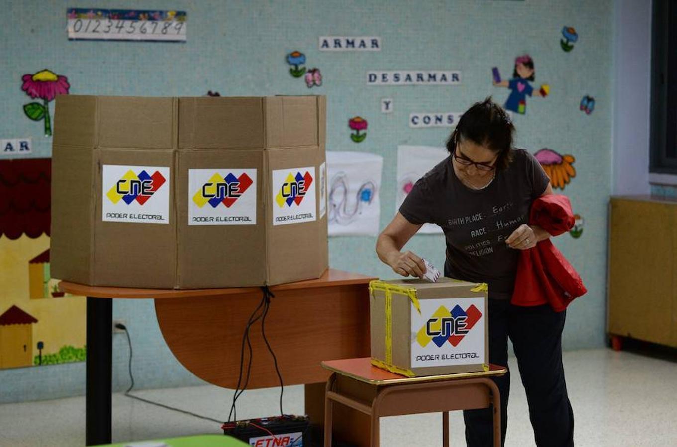 Estos comicios regionales llegan con un años de retraso. Es la primera cita con las urnas tras la designación de la Asamblea Constituyente impulsada por Nicolás Maduro