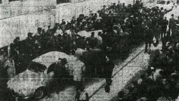 FUNDACIÓN JOSÉ UNANUE |Trabajadores de «Bandas» de Echevarri, protestando en la Magistratura de Trabajo (1967)
